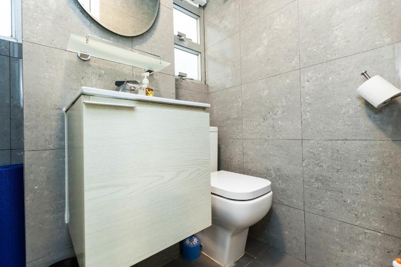 Studio Serviced Apartment bathroom
