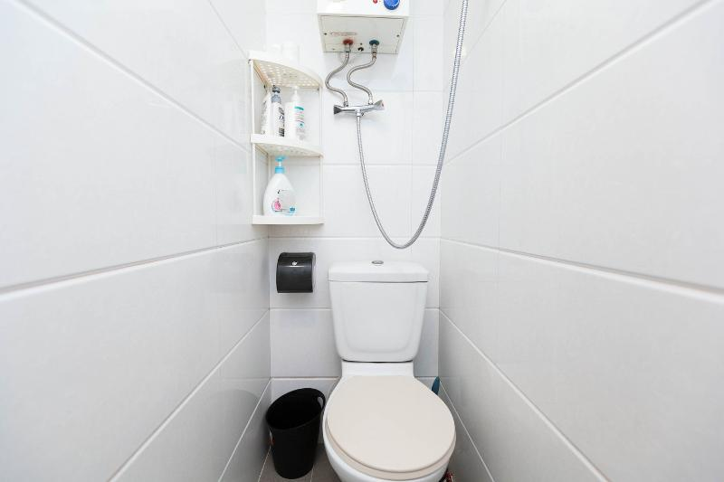 serviced apartment bathroom Mongkok